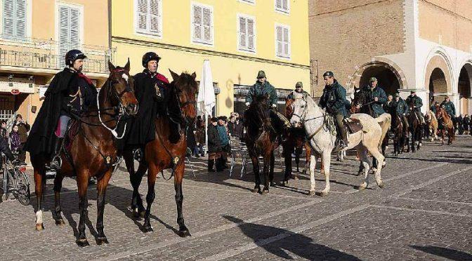 La Piazza invasa dagli animali per la benedizione del Vescovo