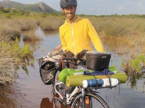 In Sicilia in bici e senza soldi: la nuova avventura di Cristian Buzzelli