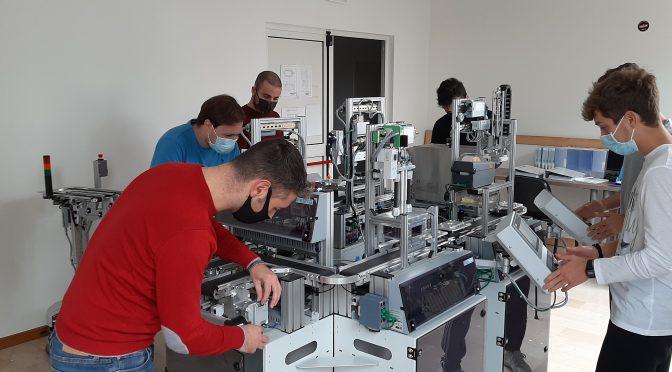 Studenti progettano macchinario per costruire le mascherine